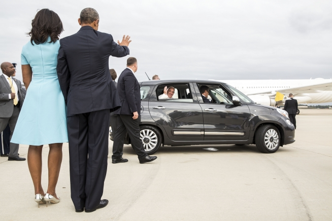 Base Andrews, Md., Sept. 22, 2015. (Official White House Photo by Pete Souza)